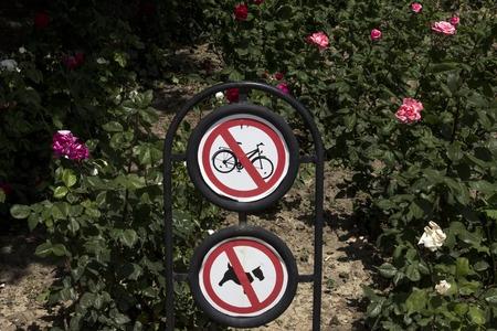 prohibition sign no bike, no animal traffic sign Imagens
