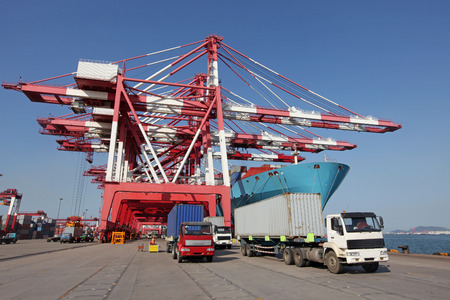 loading truck: Qingdao Port Container loading dock
