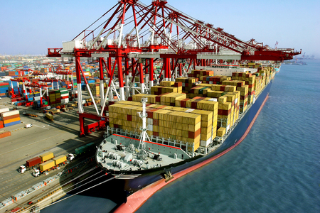 container ship: Container Terminal