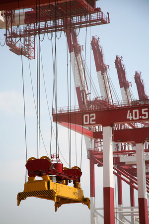 slings: Loading container cranes