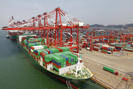 China Qingdao poort containerterminal Stockfoto