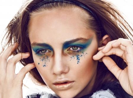 mimo: cerca retrato chica bonita con ojos verdes