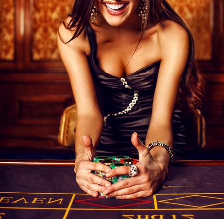mooie brunette: Beautiful brunette in casino