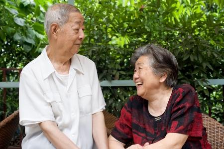 gaze: een senior paar soulvolle blik