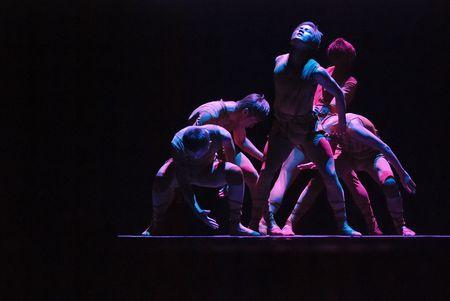 danza contemporanea: CHENGDU - 10 de DEC: Espectáculo de danza de grupo  Editorial