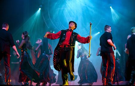 gitana: CHENGDU - 25 de octubre: espect�culo de danza moderna