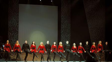 show folk: CHENGDU - JAN 22: Folk dance show