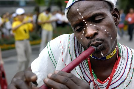 nigeria: CHENGDU - MAY 23: Nigerian artist perform folk music in the 1st International Festival of the Intangible Cultural Heritage China,2007 on May 23, 2007 in Chengdu, China. Editorial