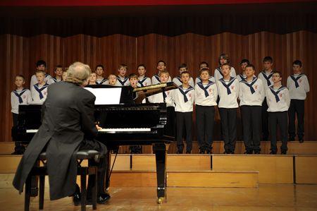 piano de cola: CHENGDU - SEP 21: Concierto de Austria St, coro del chico de Florian en JIAOZI concert hall 21 SEP, 2008 en Chengdu, China.