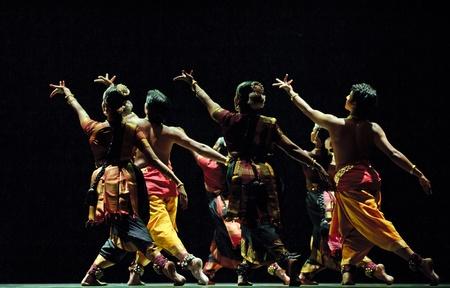"""femmes nues sexy: CHENGDU - 24 oct: la danse folklorique indienne """"Shankara Sri Giri?, interpr?t?e par la danse Kalakshetra institut de l'Inde au th??tre JINCHENG pendant le festival de l'Inde en china.OCT 24,2010 ? Chengdu, en Chine."""