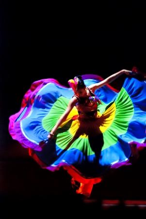 danza contemporanea: Danza de Duo CHENGDU - 10 de DEC: Pruebe de aldea de Yi realizado por la canción de Beijing y la compañía de danza en teatro de oro en el VII concurso de baile nacional de china en diciembre 10 en Chengdu, China. Coreógrafo & actor: Wang Ke, Yu Manman