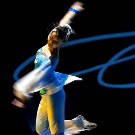 baile moderno: Compa��a de arte HAIZHENG de CHENGDU - 9 de DEC: Realizar el grupo de danza Orqu�dea de espada en teatro JINCHENG en el VII concurso de baile nacional de china.Dec 9,2007 en Chengdu, China. Core�grafo: N�cleo de Zhang, actores: 18 Editorial