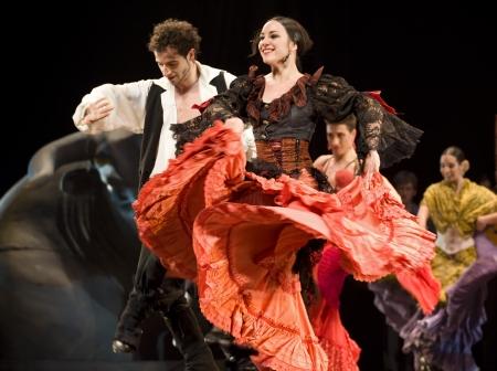 bailando flamenco: CHENGDU - 28 de DEC: El mejor Flamenco Dance Drama Carmen, interpretada por la compa��a de ballet de espa�ol de Rafael de Aguilar(The Ballet Teatro Espanol de Rafael Aguilar), en teatro JINCHENG el 28 de DEC de 2008 en Chengdu, China.