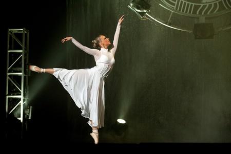gitana: CHENGDU - 25 de OCT: El famoso danza h�ngara de moderna drama Banquete de la noche interpretada por Experidance h�ngaro Troupe en JINCHENG teatro 25 de OCT de 2008 en Chengdu, China. Editorial
