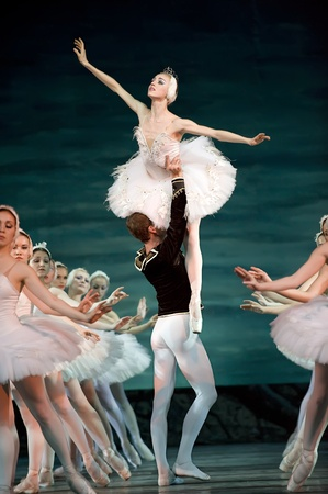 CHENGDU - DEC 24: Swan Lake ballet performed by Russian royal ballet at Jinsha theater December 24, 2008 in Chengdu, China. Stock Photo - 8502173
