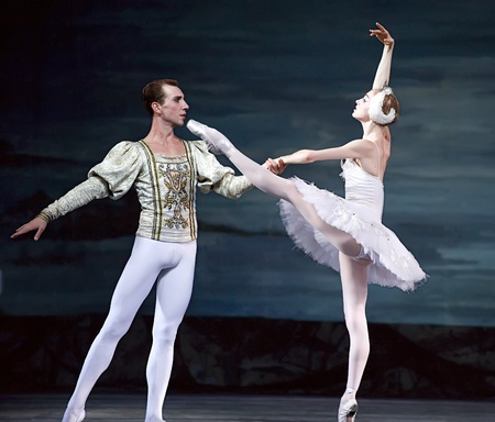 swan pair: Swan Lake ballet performed by Russian royal ballet at Jinsha theater December 24, 2008 in Chengdu, China.