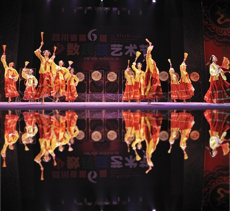 leidenschaft: CHENGDU - SEP 28: Korean ethnic dancers perform on stage in the 6th Sichuan minority nationality culture festival at JINJIANG theater.Sep 28,2010 in Chengdu, China.