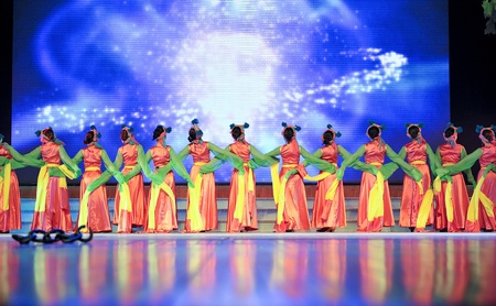 CHENGDU - SEP 28: chinese Tibetan ethnic dancers perform on stage at JIAOZI theater.Sep 28,2010 in Chengdu, China. Stock Photo - 9397056