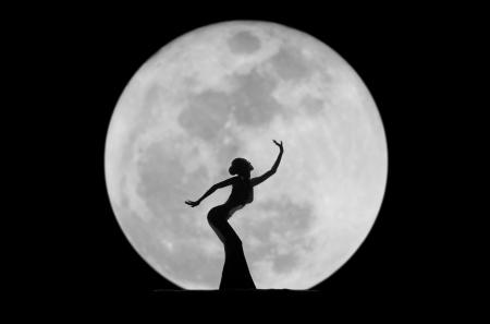 danseres silhouet: sierlijk dancer silhouet Stockfoto