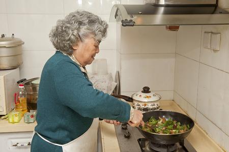 Grand-mère de cuisson Banque d'images - 31930778