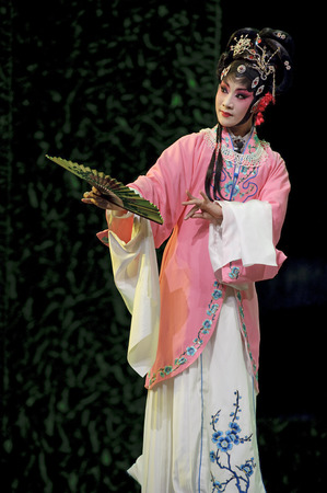 stage performer: pretty chinese traditional stage performer