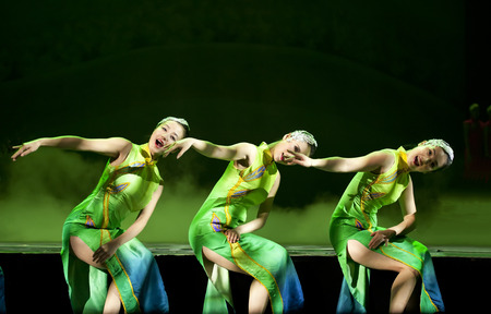 hoofer: CHENGDU - OCT 17: Chinese national dancers perform folk dance on stage at JINCHENG theater. Editorial