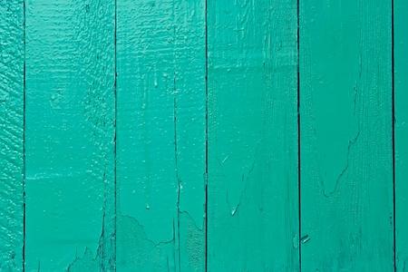 turquesa: Fragmento de la valla de madera vieja pintada en color aguamarina brillante Foto de archivo