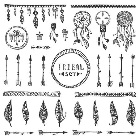 Tribal collecte des éléments vectoriels. Hand drawn illustration indien avec attrape-rêves, des flèches et des plumes.