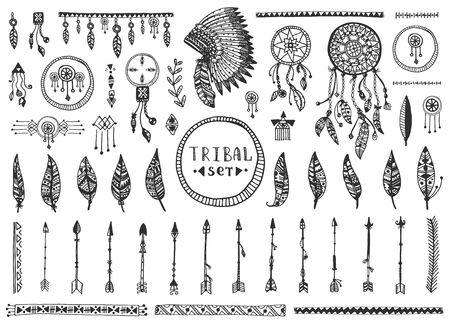 Big tribal vector elements collection. Hand drawn indian illustration with dream catchers, arrows and feathers. Vettoriali
