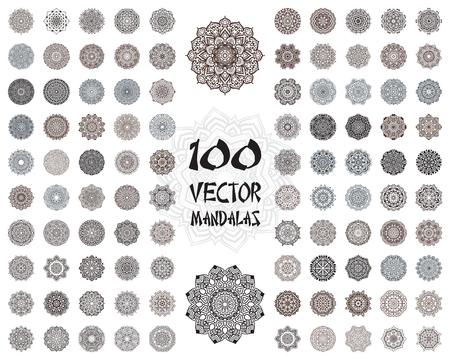 indianische muster: Vector Mandala Ornamente gesetzt. Round floralen Mustern Kollektion. Hand gezeichnet dekorative Element. Lizenzfreie Bilder
