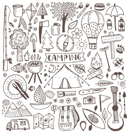 acampar: Acampar conjunto del doodle. Ilustración del vector del bosquejo. El recorrido y acampar artículos. Vectores
