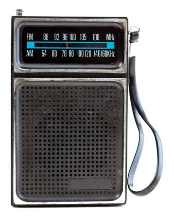 transistor: radio de transistores de �poca de 1960 aislada en un fondo blanco.