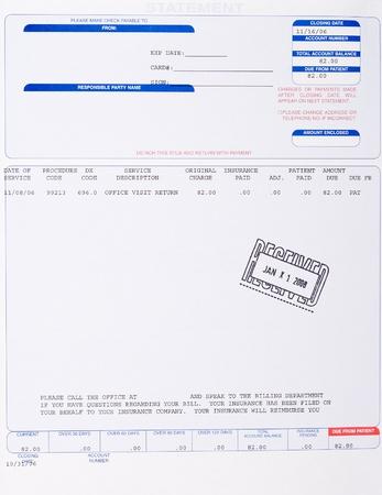 reclamo: Factura m�dica en papel de consultorio a paciente estampado recibi� con una fecha.