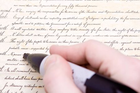 amendment: Edici�n de la Enmienda de la Cuarta a la Constituci�n de los EE.UU., la protecci�n contra el registro e incautaci�n irrazonable. La erosi�n de las libertades civiles en los EE.UU.