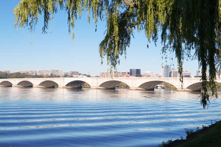 weeping willow: Memorial Bridge which crosses the Potomac River in downtown Washington, DC, USA.