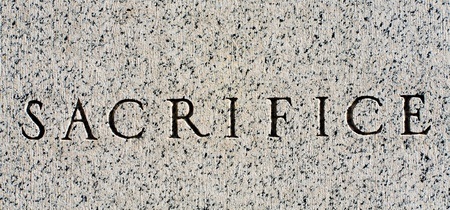 sacrificio: Sacrificio tallado en piedra. Foto de archivo