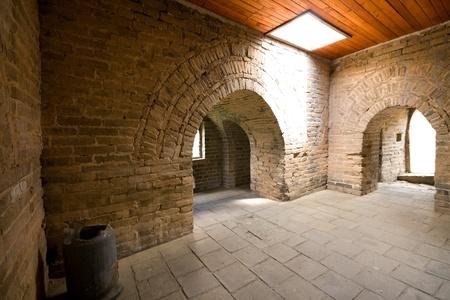 Binnen een wachthuis op de Mutianyu sectie van de Grote Muur. Dit gedeelte van de muur is zeer dicht bij Peking en is hersteld. Groothoek lens
