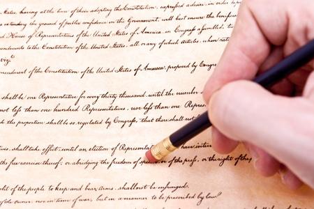 constitucion: Borrado de la primera enmienda a la libertad de religión, expresión y protesta. La erosión de las libertades civiles en los EE.UU.