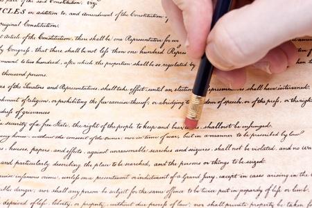 amendment: Borrado de la Segunda Enmienda. Tratando de ilustrar la erosi�n de las libertades civiles en los EE.UU.