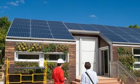 Marvelous Solares Bauen Funktionsweise Blick Auf Das Dach. Die Pflanzen Sind Von  Einem Grauen Wasser Recovery