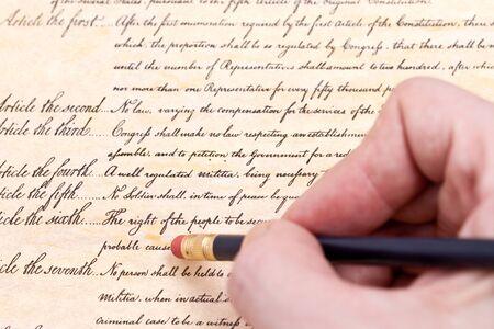 amendment: Borrado de la cuarta enmienda que protege a los ciudadanos de EE.UU. del gobierno de EE.UU. busca a ellos ya sus bienes sin una orden judicial.