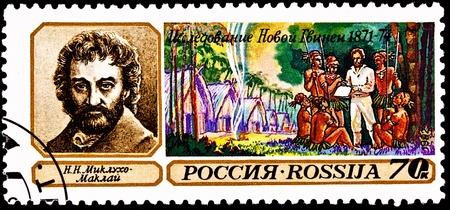 new guinea: RUSSIA - CIRCA 1993: Un timbro stampato in Russia commemorare Nicola Miklouho-Maclay antropologo in Nuova Guinea, circa 1993.