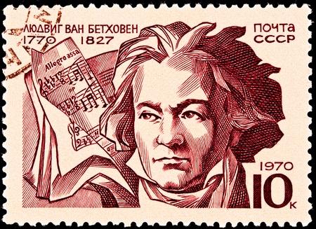 partition musique: URSS-CIRCA 1970: Un timbre imprimé en URSS montre un portrait de Ludwig Von Beethoven et un score marqué Allegro Assai, circa 1970.