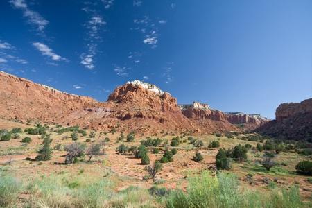 赤い砂岩は幽霊牧場アビクィウ ニュー メキシコ、ジョージア ・ オキーフの塗装し、撮影での峡谷の風景をメサ。