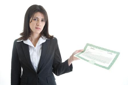 stock certificate: Mujer blanca que sostiene un certificado de acciones con una expresi�n de descontento. Aislado en blanco.