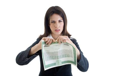 stock certificate: Mujer enojada claras a punto de rasgar un certificado de acciones, mientras que mirando a c�mara. Aislado sobre fondo blanco