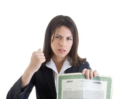 stock certificate: Mujer enojada la celebraci�n de un certificado de acciones, mientras agitaba el pu�o. Aislado sobre fondo blanco. Foto de archivo
