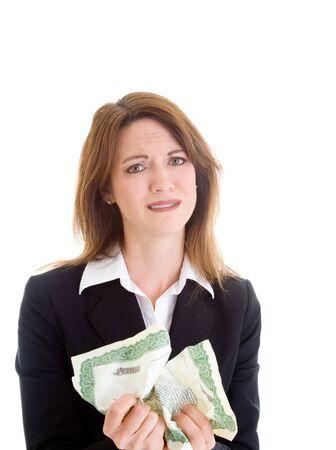 stock certificate: Mujer blanca celebraci�n de certificado de acciones arrugado.