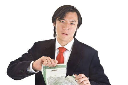 stock certificate: Hombre asi�tico infeliz arrancando un certificado de acciones. Tema de inversi�n de valor. Aislado Fondo Blanco.