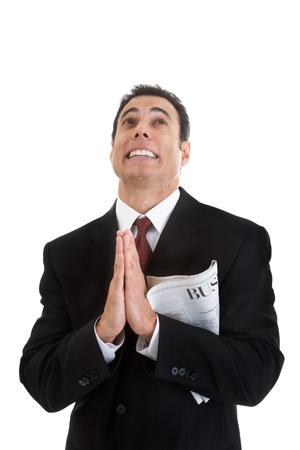 祈りを探しているビジネス セクション新聞を保持している実業家